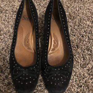 8.5 sofft suade black heel with bow and studs
